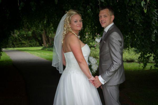 wedding-7B05F171D-AB28-BB10-3D51-EE3F11435B7B.jpg